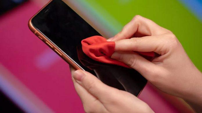 Akıllı Telefonlarınızı Nasıl Dezenfekte Etmeliyiz